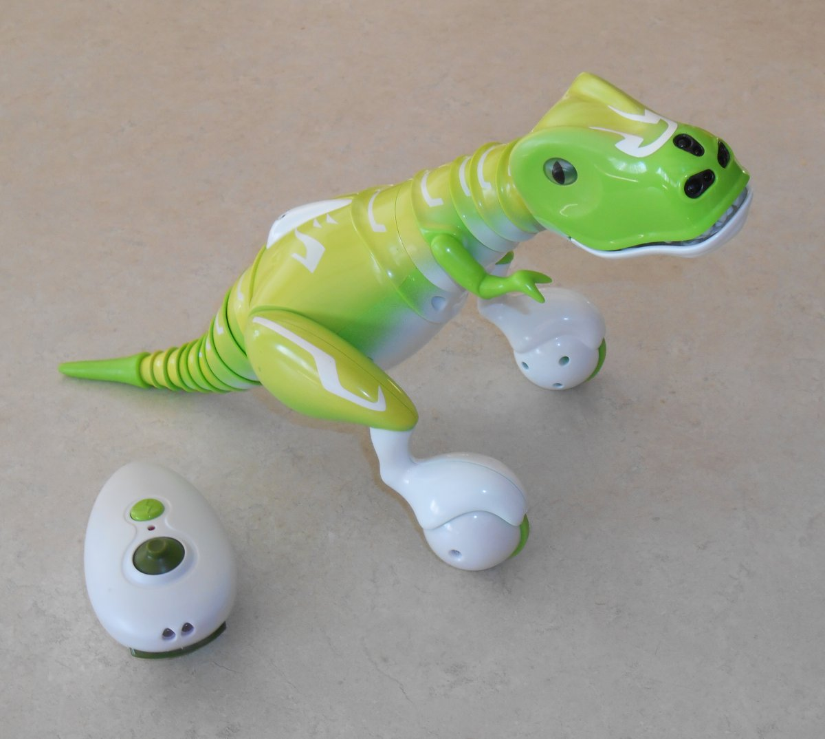 Zoomer Dino and IR remote